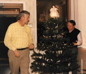 Bernie Kofoet and Ken Carruth stringing lights on the Angel Tree at the Penn Queen Diner, circa 1998. Photo courtesy of Bernie Kofoet.